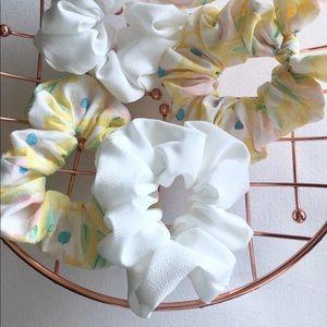 Accessories - Plain white scrunchie